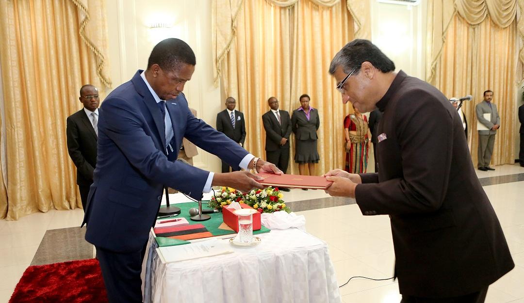 Presenting_Credentials-Zambia-1a