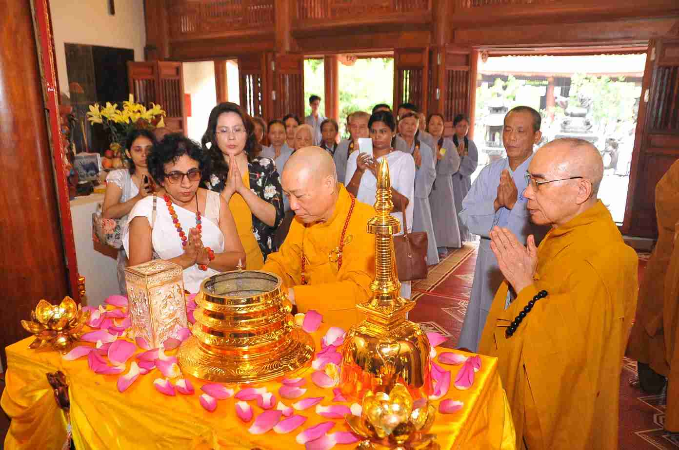 Image 02- Meritorious rituals by the Vietnamese Buddhist Monks in the presence of Ambassador and the Vice Chairperson of Hoang Mai District People's Committee, in Ha Noi